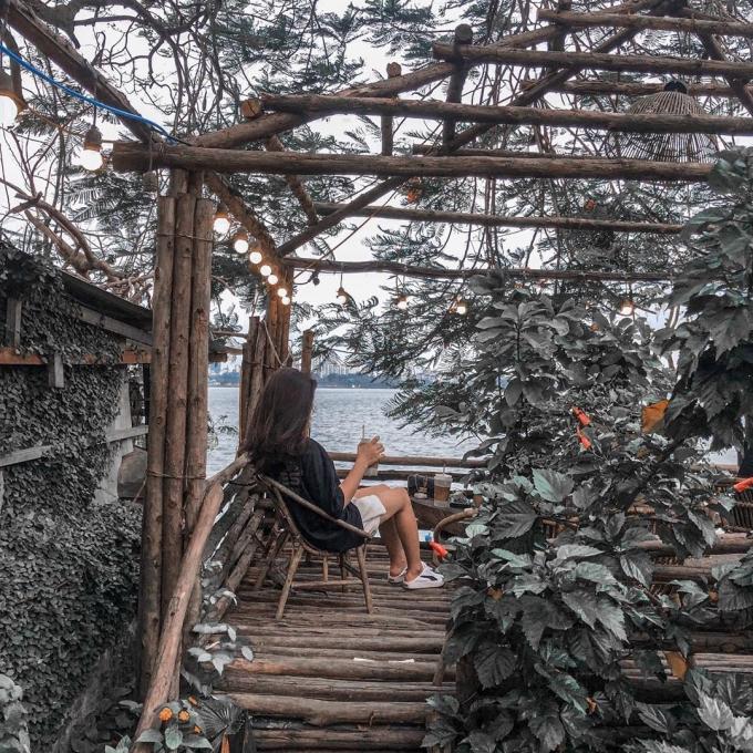 Quán Vườn Ami được bao phủ bởi rất nhiều cây xanh, tạo vẻ thoáng mát lý tưởng.
