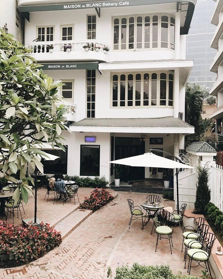 Maison De Blanc được xây dựng theo phong cách kiến trúc cổ kiểu Pháp truyền thống.