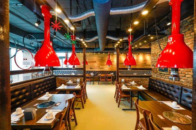 Không gian tầng 3 nhà hàng Meat Plus Hồ Tây cho khách đôi, gia đình