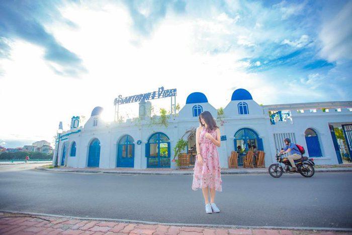 quán Santorini Vibes Cafe được ví như một hòn đảo Santorini thu nhỏ và rất có sức hút.