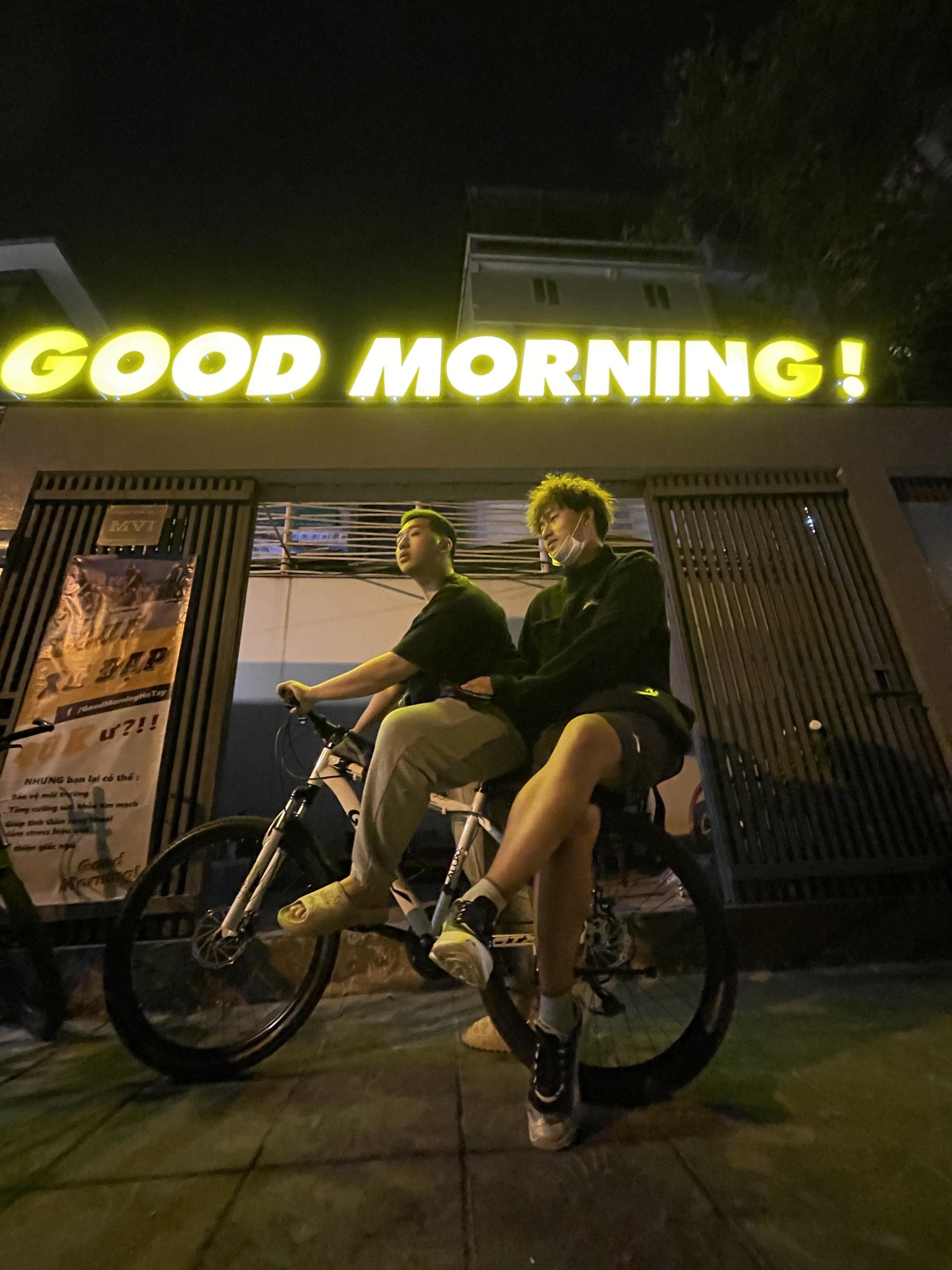 Good moring từ sáng sớm để cảm nhận không khí hồ Tây