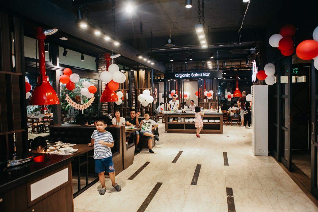 Meat Plus Hồ Tây nằm tại địa chỉ 73 Trích Sài được xem là một trongtop nhà hàng có không gian đẹp nhất tại Hà Nội.