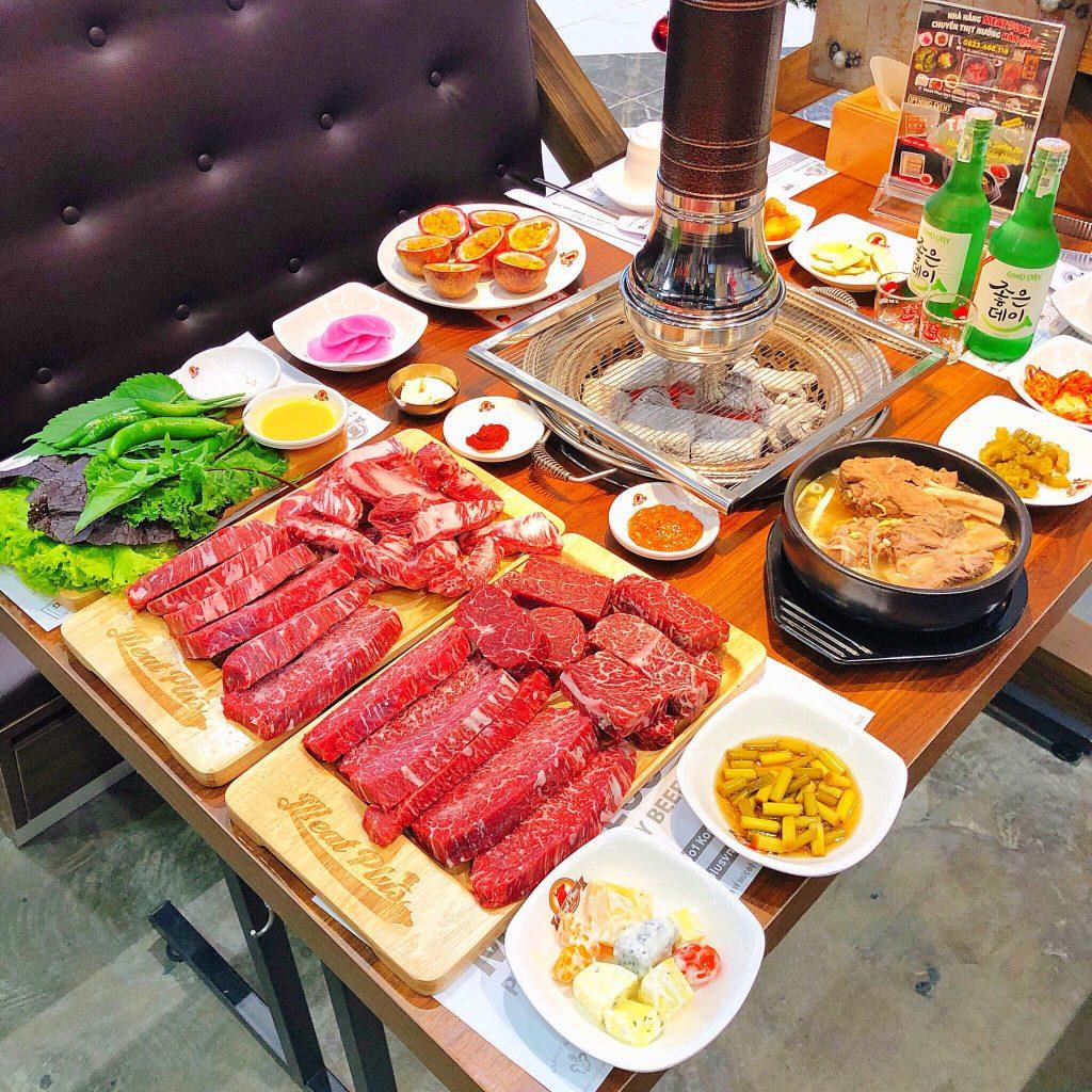 Một bàn tiệc thịt nướng hảo hạng Meat Plus Hồ Tây