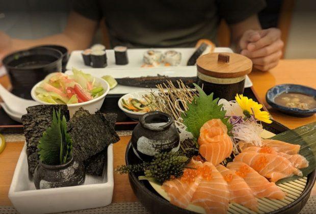 Tokyo Deli Sushi sở hữu khu vườn giống như thắng cảnh thiên nhiên thu nhỏ giúp cho buổi liên hoan lớp trở nên dễ chịu hơn bao giờ hết.