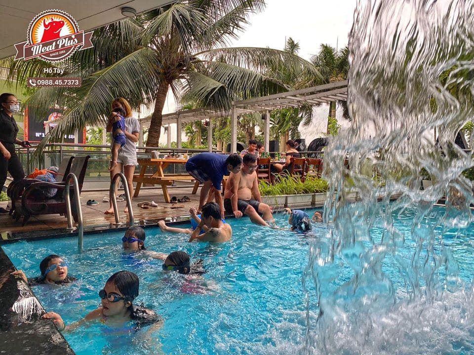 Cha mẹ và người thân có thể đưa các bé tới đây vui chơi, bơi lội thỏa thích rồi tiện dùng tiệc BBQ ngay tại đây.