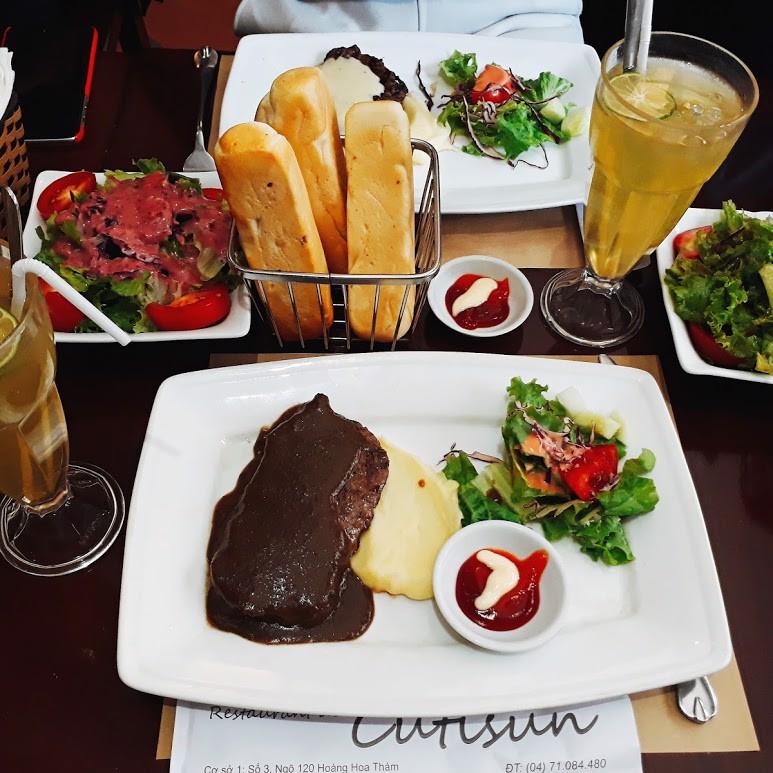Món bò bít tết ở Cutisun được chế biến cẩn thận, được nhiều thực khách đánh giá là ngon miệng, hợp khẩu vị người Việt. Miếng thịt mềm nhưng không bị bở và vẫn giữ được đôi chút độ dai cần có.