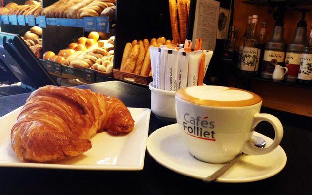 Saint Honore được biết đến là một thiên đường bánh ngọt, chuyên sản xuất và kinh doanh các loại bánh mỳ, bánh ngọt và các món ăn Pháp.