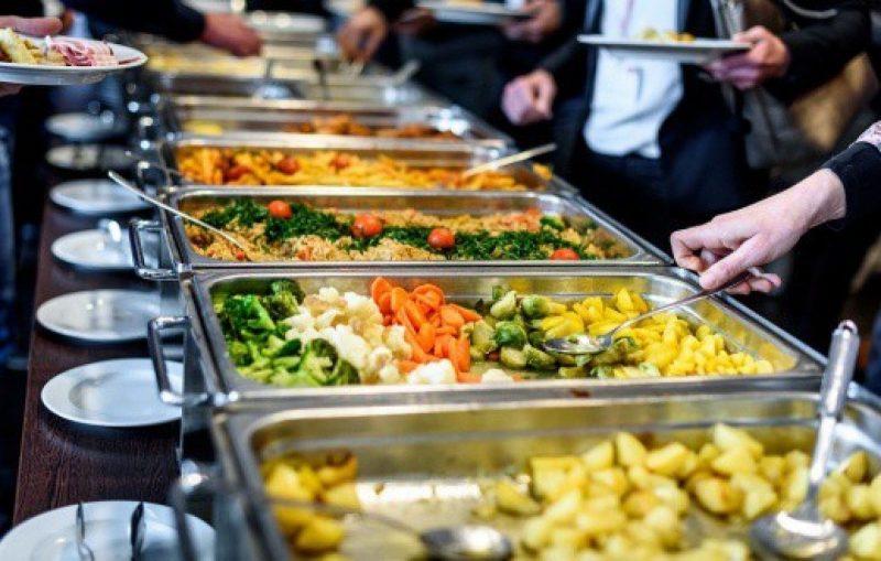 Ăn buffet có lợi thế khó gì sánh bằng. Đó là sự đa dạng, phong phú các món ăn, các phong cách ẩm thực khác nhau.