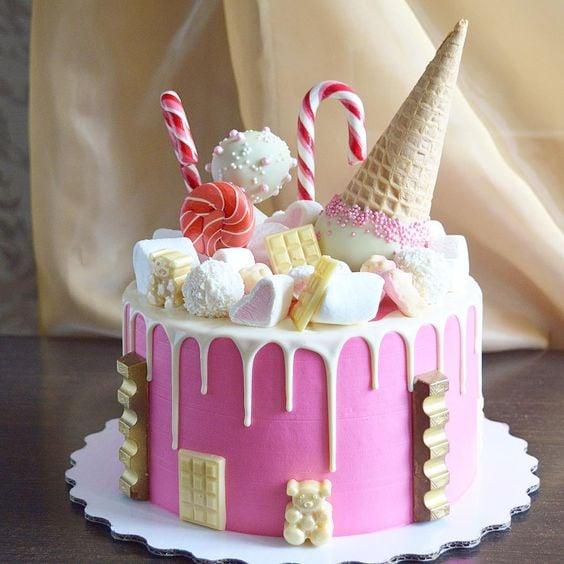 những chiếc bánh sinh nhật cho bé trai độc đáo, phù hợp sở thích sẽ là một trong những món quà sinh nhật ý nghĩa mà bố mẹ, người thân tặng cho bé.