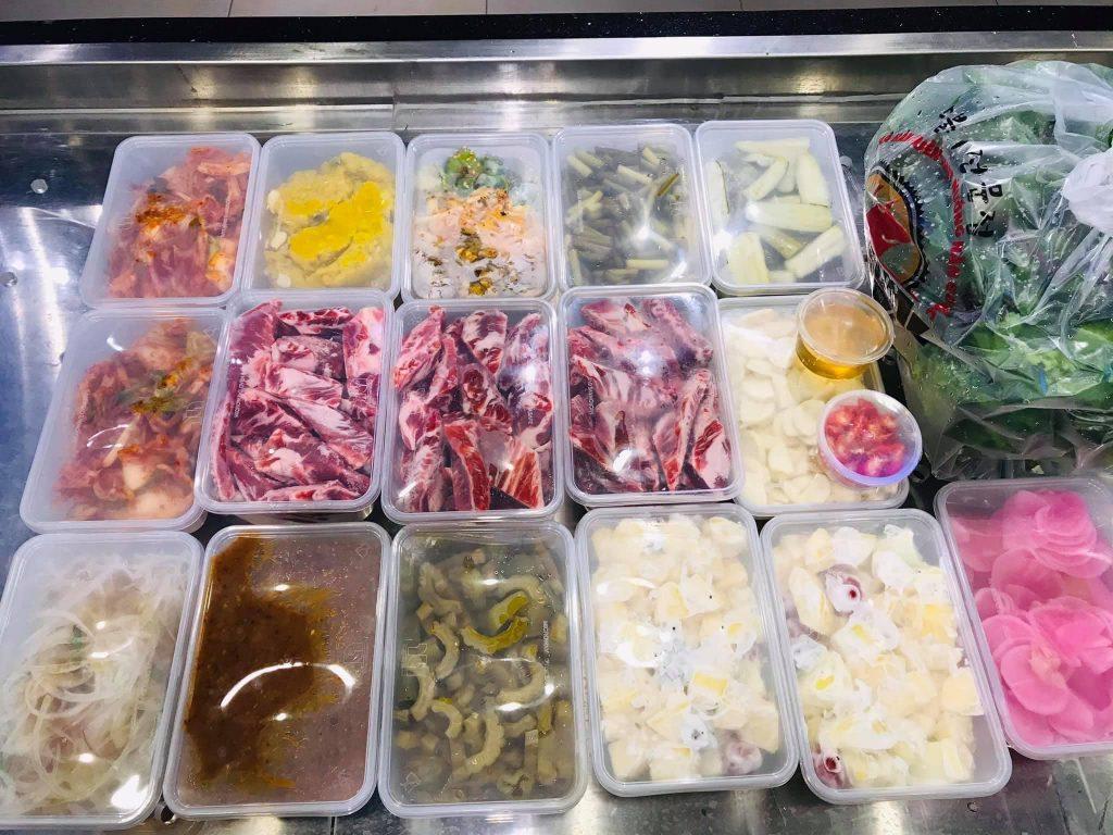 Meat Plus Hồ Tây ship đủ đồ ăn kèm, sốt chấm về nhà cho khách hàng