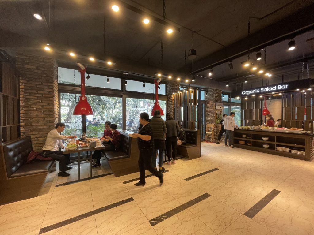 Meat Plus hồ Tây tại địa chỉ 73 Trích Sài là một nhà hàng thịt nướng BBQ phong cách Hàn đủ năng lực phục vụ cùng lúc các đoàn khách đông.