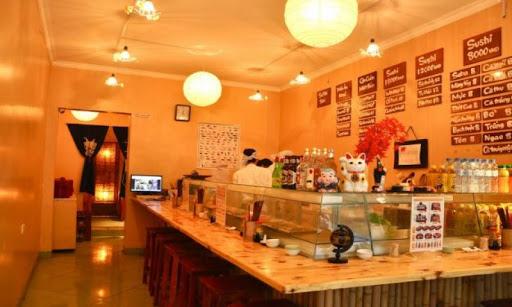 Ngoài hai không gian tầng 1 và tầng 2 với những nét riêng, nhà hàng Sushi Nhật Bản Aozora còn có phòng riêng lớn trên tầng 3 với sức chứa 30 người.