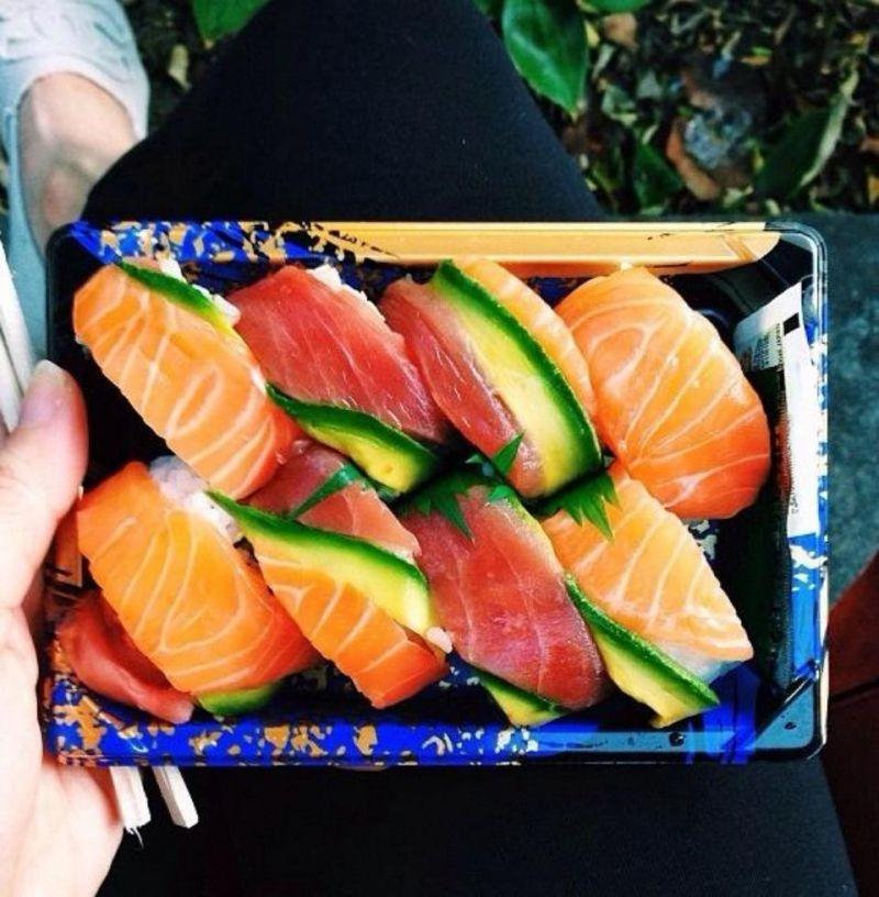 Thực đơn nhà hàng Aozora Thụy Khuê phục vụ tới hơn 40 loại sushi khác nhau.