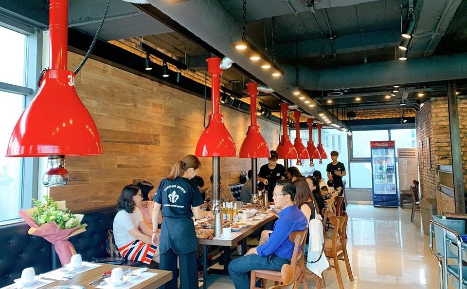 Khách hàng cũng có thể kiểm soát các món ăn trên thực đơn khi ăn trong các bữa tiệc.