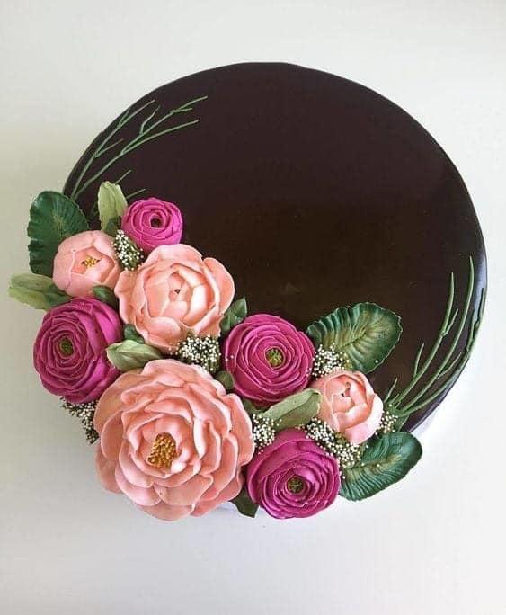 Bánh sinh nhật hoa có thể đặt cho chính mình, cho vợ, bạn gái, em gái, hay cho mẹ và chị...