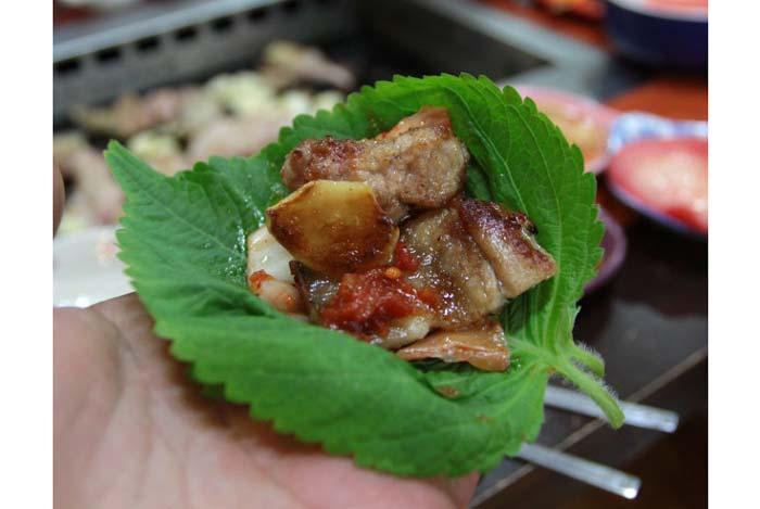 Các loại rau sống Hàn Quốc trong đó có lá vừng là một thành phần không thể thiếu trong các set đồ nướng