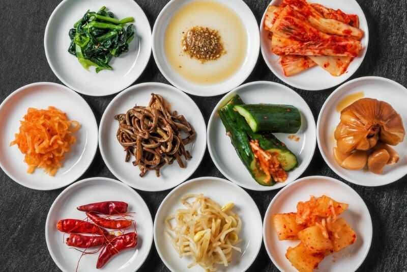 Ăn thịt nướng tại nhà với set nướng của Meat Plus Hồ Tây có đủ các loại rau ăn kèm đặc trưng của Hàn Quốc.