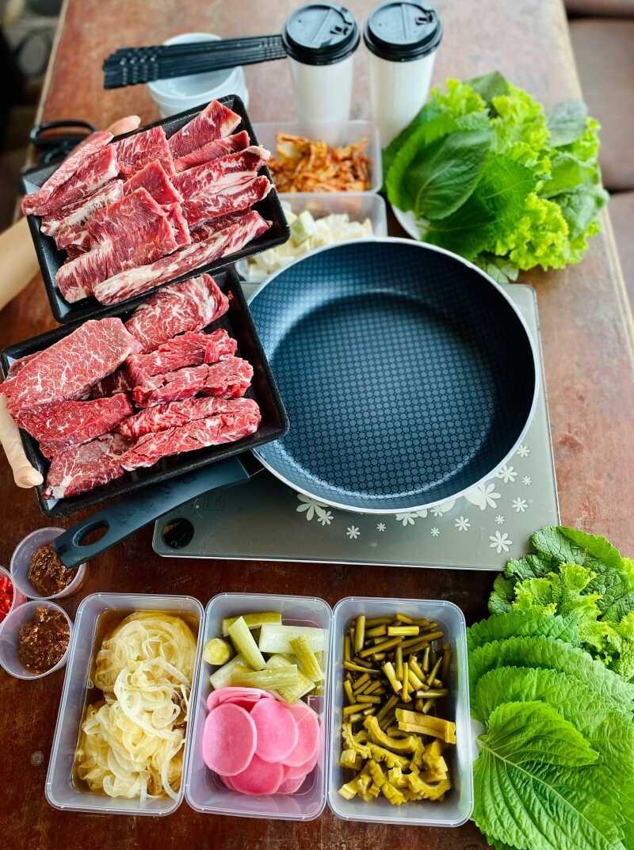 Nhà hàng Meat Plus Hồ Tây đang áp dụng phương pháp ship đồ đảm bảo 5K.