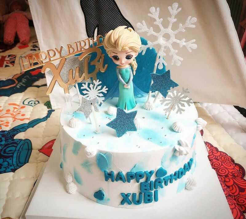 Bánh sinh nhật cho nữ với các bé gái thường trang trí hình công chúa...