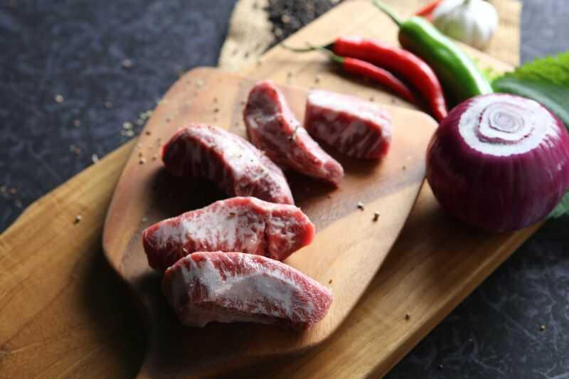 Dịch vụ ship đồ ăn tận nơi của Meat Plus Hồ Tây giúp thực khách thỏa cơn thèm thịt nướng.