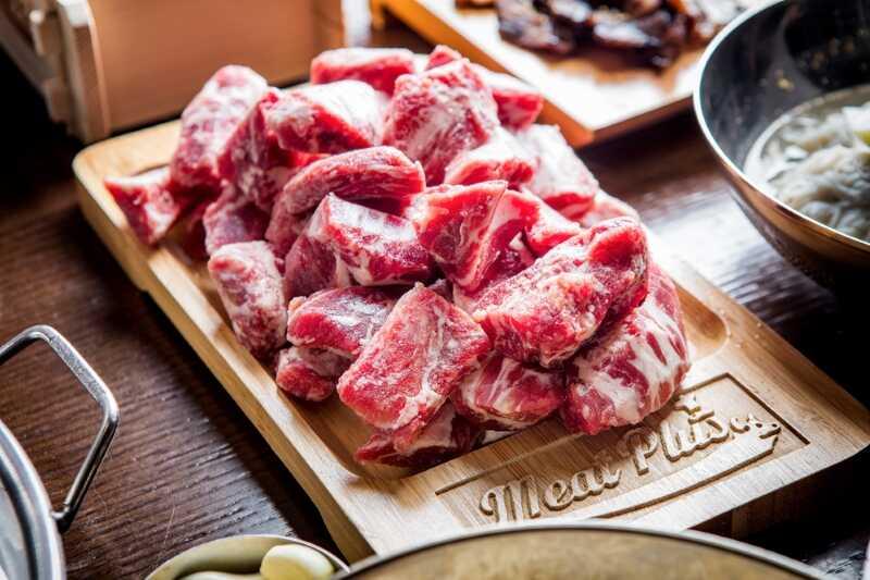 Set nướng của Meat Plus Hồ Tây có thành phần thịt bò hảo hạng nhập khẩu từ Hàn Quốc