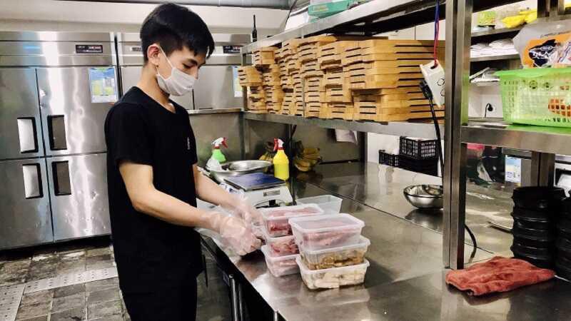 Việc ship thịt nướng đảm bảo 5K giúp khách hàng không phải đi lại, tuân thủ quy định giãn cách xã hội.